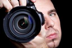 Fotografo che cattura le maschere con DSLR Fotografie Stock Libere da Diritti