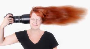 Fotografo con la macchina fotografica indicata alla sua testa Fotografia Stock