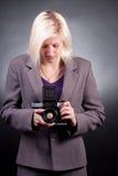 Fotografo con la vecchia macchina fotografica 6x6 Fotografie Stock Libere da Diritti