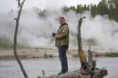 Fotografo della fauna selvatica nel parco nazionale di Yellowstone Fotografia Stock