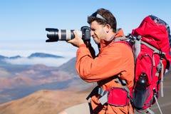 Fotografo della natura che prende le immagini all'aperto fotografia stock