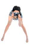 Fotografo della ragazza di bellezza in maglia del marinaio con la macchina fotografica della foto Fotografie Stock