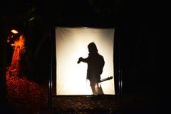 Fotografo della siluetta alla notte Immagini Stock