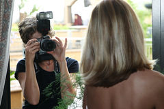 Fotografo di cerimonia nuziale fotografie stock libere da diritti