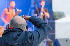 Fotografo durante il concerto libero Immagini Stock Libere da Diritti