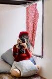 Fotografo femminile con la macchina fotografica Fotografia Stock Libera da Diritti