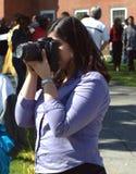 Fotografo femminile a High School immagini stock libere da diritti