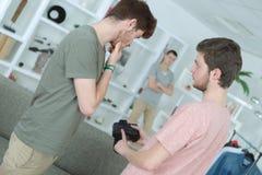 Fotografo il giorno della fucilazione in studio con il modello Fotografia Stock