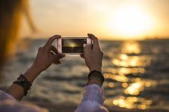 Fotografować z mądrze telefonem obrazy stock