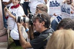 Fotografowie Chwytają Gubernatorskiego kandydata Obrazy Stock