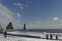 Fotografowie na plaży Vik Obraz Royalty Free