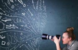 Fotografskytte avbildar, medan den drog driftiga handen fodrar Fotografering för Bildbyråer