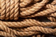 Fotographia a macroistruzione La corda è torta lunghezza di forte cavo Immagine Stock