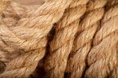 Fotographia a macroistruzione La corda è torta lunghezza di forte cavo Fotografia Stock