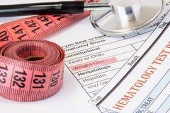 Fotoidé av viktförlust som tecken eller tecken av cancerendokrin körtelsjukdomar Markerat under vikt l för doktorskonsultationtit Arkivfoton