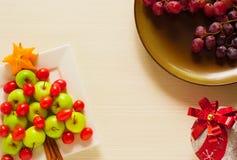 Fotojulgran från ny frukt som isoleras Royaltyfria Foton