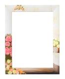 Fotokader met bloemachtergrond, het knippen weg Stock Afbeelding