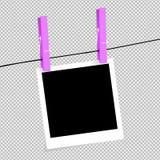 Fotokader met schaduwspeld op snuifje Een realistische lege vierkante zwart-witte fotofoto is ge?soleerd op een transparante acht stock illustratie