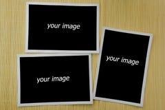 Fotokader op bamboeachtergrond royalty-vrije stock afbeelding