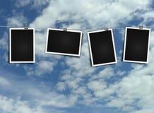 Fotokader op kabel op hemelachtergrond Stock Afbeelding
