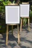 2 fotokaders en schildersezels Stock Foto