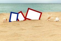Fotokaders op zand Stock Afbeeldingen