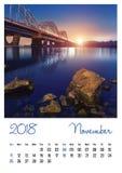 Fotokalender met minimalistische cityscape en brug 2018 november Royalty-vrije Stock Foto's