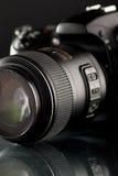 Fotokamera auf einer Tabelle Lizenzfreies Stockfoto