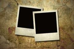 Fotokarten auf der grunge Wand Stockbild