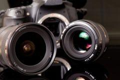 Fotolenzen en DSL-camera Royalty-vrije Stock Afbeeldingen