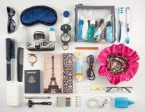 Fotomontaggio degli elementi essenziali di viaggio Fotografia Stock
