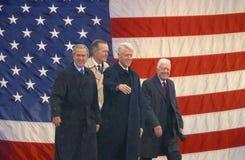 Fotomosaik av amerikanska flaggan och den tidigare U S President Bill Clinton, president George W Bush tidigare presidenter Jimmy Arkivfoto
