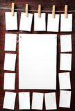 Fotopapierbefestigung rope mit Kleidungstiften Stockfotos
