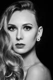 Fotoportret van schitterend mooi vrouwengezicht in zwart-wit Royalty-vrije Stock Foto's