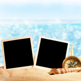 Fotorahmen auf dem Meersand Lizenzfreies Stockbild