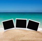 Fotorahmen auf dem Meersand auf dem Strand stockfotografie