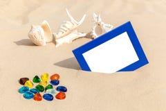 Fotorahmen auf Sand Stockbild