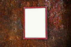 Fotoramen med text på rostiga vägghyllor för metall rackar ner på Royaltyfri Foto