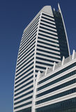 Fotos bonitas de construções modernas sob o céu azul Imagens de Stock