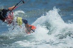 Fotos da ação de Kitesurfing Kiteboarding Fotografia de Stock Royalty Free