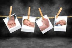 Fotos de color de un bebé que cuelga en una cuerda Fotografía de archivo libre de regalías