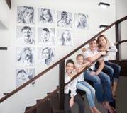 Fotos de familia en la pared imagen de archivo libre de regalías