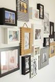 Fotos de la familia en diversos marcos de la foto Imagenes de archivo