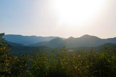 Fotos de montanhas caucasianos no alvorecer Fotos de Stock Royalty Free