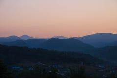 Fotos de montanhas caucasianos no alvorecer Imagem de Stock Royalty Free