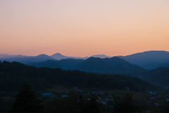 Fotos de montanhas caucasianos no alvorecer Imagem de Stock