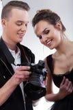 Fotos de observación del modelo y del fotógrafo fotos de archivo libres de regalías