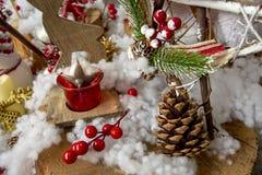 Fotos del concepto de la Navidad, nieve con el fondo del invierno imagenes de archivo