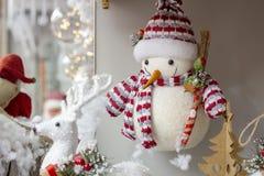 Fotos del concepto de la Navidad, nieve con el fondo del invierno foto de archivo
