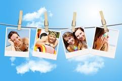 Fotos der Feiertagsleute, die an der Wäscheleine hängen Stockbild